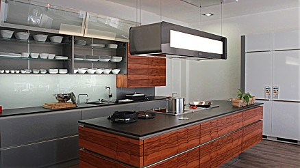 Moderne Inselküche aus dem Hause ascasa