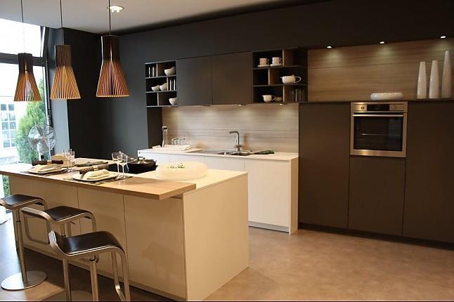 leicht musterk che leicht k che zeile insel ausstellungsk che in dresden von milano k chen. Black Bedroom Furniture Sets. Home Design Ideas