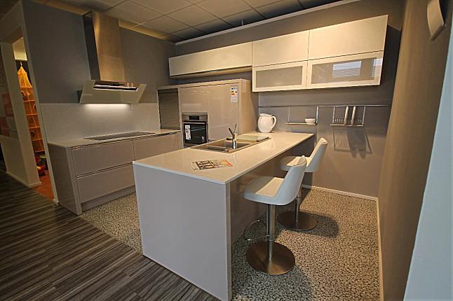 Küchenstudio Braunschweig hausmarke musterküche schlichte stilvolle küche in griffloser optik