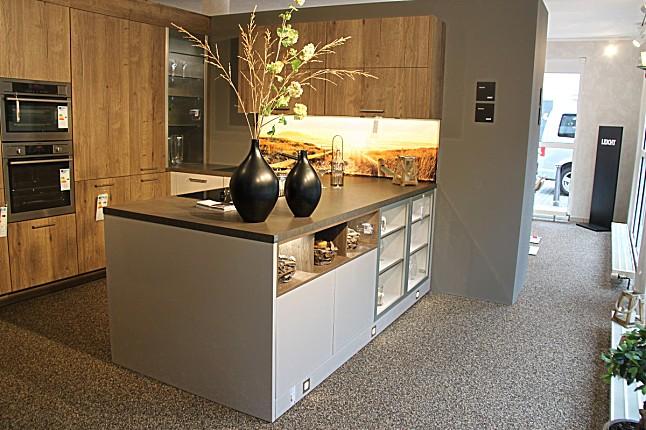 leicht musterk che gro e zweifarbige ausstellungsk che ausstellungsk che in von. Black Bedroom Furniture Sets. Home Design Ideas