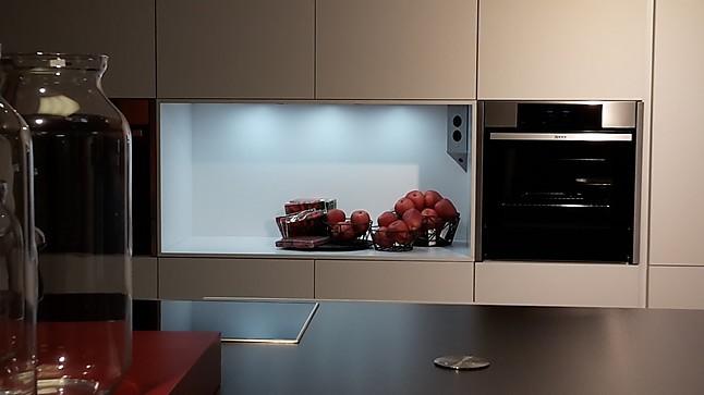 Schüller-Musterküche Moderne Einbauküche Uni Matt ...