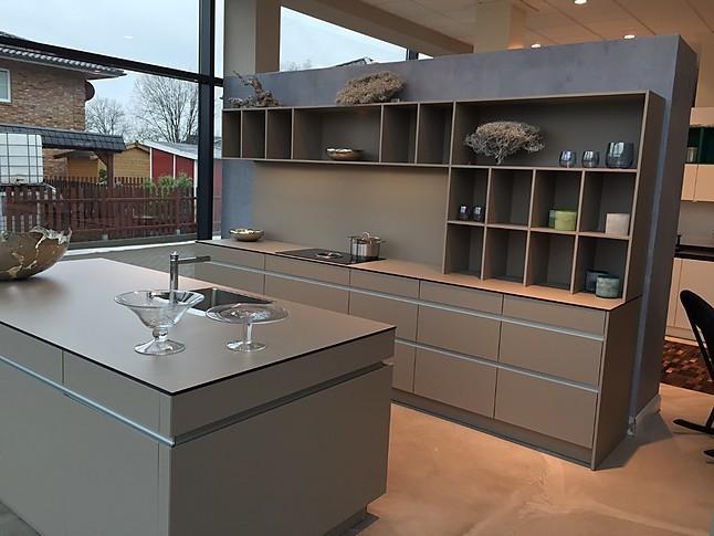leicht musterk che wundersch ne grifflose k che ausstellungsk che in von. Black Bedroom Furniture Sets. Home Design Ideas
