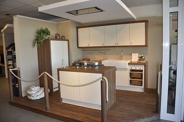 Schüller-Musterküche Moderne Landhausküche Mit Kochinsel