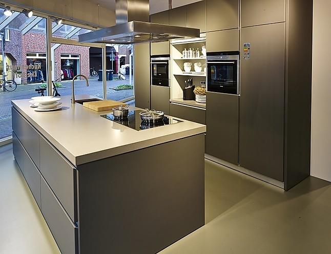 sch ller musterk che moderne inselk che in anthrazit. Black Bedroom Furniture Sets. Home Design Ideas
