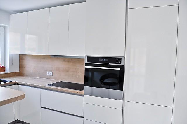 sch ller musterk che design luxusk che ausstellungsk che in m nchen von kuechen design muenchen. Black Bedroom Furniture Sets. Home Design Ideas