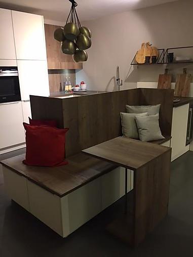 Schuller Musterkuche Modern Elegante Familienkuche Mit Extra