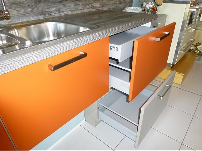 Küchenzeile Musterküche ~ schüller musterküche küchenzeile farblich abgesetzt ausstellungsküche in röttenbach von va