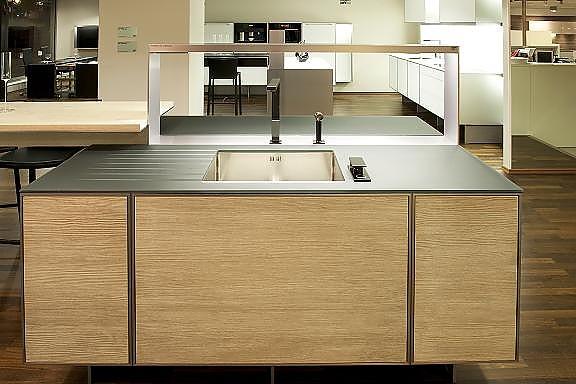 poggenpohl musterk che radikal reduziert porsche design kitchen ausstellungsk che in dortmund. Black Bedroom Furniture Sets. Home Design Ideas