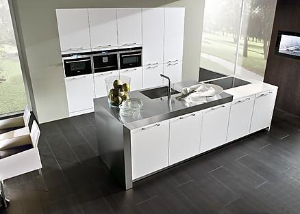 Küche in modernem Polarweiß