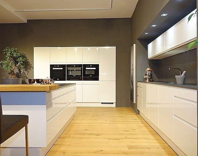 sch ller musterk che faszinierende vollausstattung. Black Bedroom Furniture Sets. Home Design Ideas
