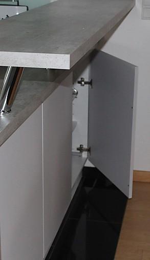burger-Musterküche Küche U-Form, offen zum Wohnraum: Ausstellungsküche in Bielefeld von WohnConcepte