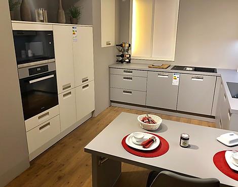 Küche grau weiß matt küche grau weiß matt mit eingearbeiteten griff und ansatztisch
