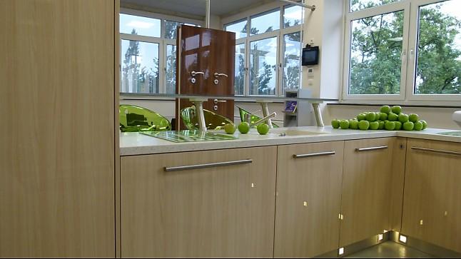 Schreinerküche-Musterküche Schreinerküche Loire Esche Hochglanz