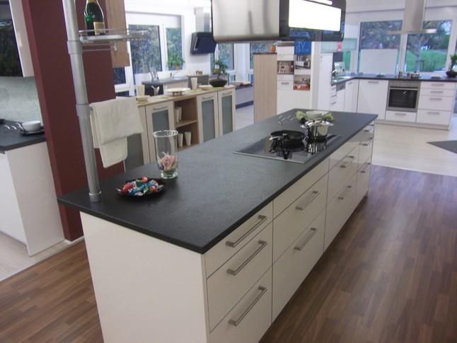 beckermann musterk che schichtstoff magnolia hochglanz ausstellungsk che in schw bisch hall von. Black Bedroom Furniture Sets. Home Design Ideas