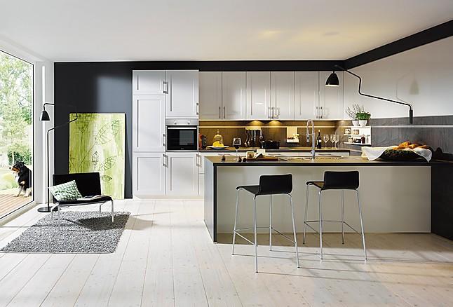 sch ller musterk che landhausk che mit rahmenfronten hochglanzlack ausstellungsk che in mengen. Black Bedroom Furniture Sets. Home Design Ideas