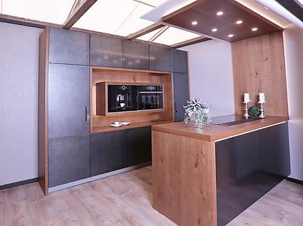 Moderne Küche aus massivem Holz kombiniert mit Edelstahl - Erndl Küchen