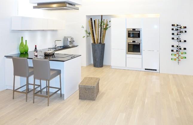 Schuller musterkuche luxurios ausgestattete musterkuche in for Deckenlüfter küche