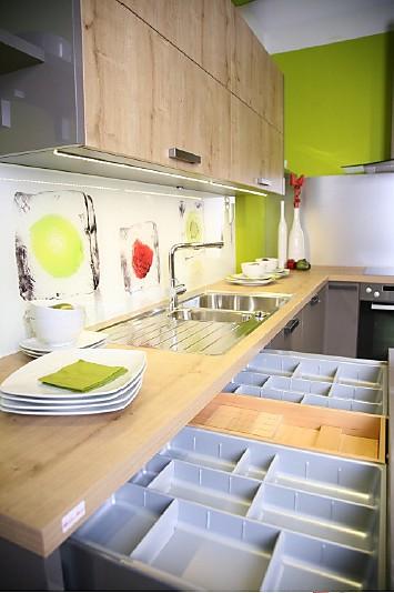 Pin nobilia gloss magma hochglanz hg l kuche mit 0 for Küchen 0 finanzierung