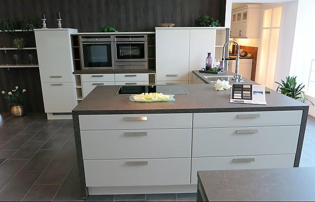 nobilia musterk che magnolie hochglanz lack ausstellungsk che in m nchen von k chentreff. Black Bedroom Furniture Sets. Home Design Ideas