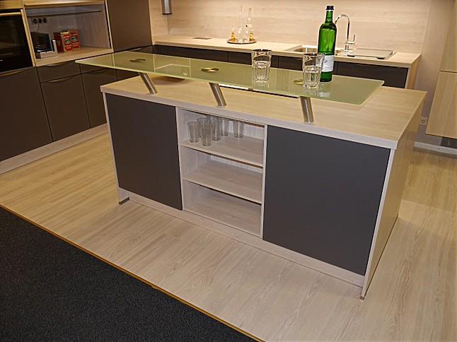 selektion d musterk che moderne l k che mit kochinsel ausstellungsk che in teising von kkl k chen. Black Bedroom Furniture Sets. Home Design Ideas