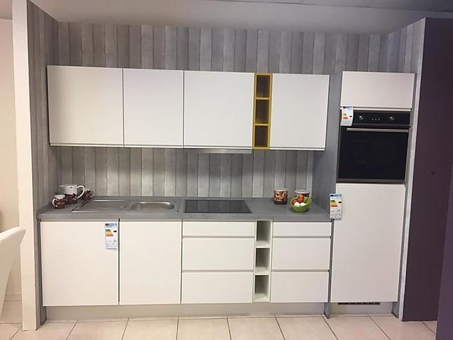 Nobilia-Musterküche Küche mit Farbakzenten: Ausstellungsküche in ...