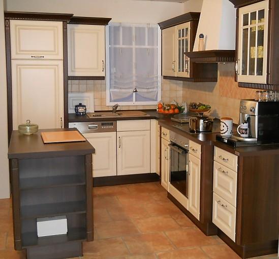 Nobilia Musterküche L Küche in Landhausfront Vanille gewischt Ausstellungsküche in Neuhaus von