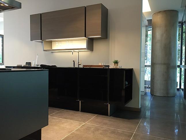 poggenpohl musterk che highend k che in schwarz hochglanzausf hrung ausstellungsk che in. Black Bedroom Furniture Sets. Home Design Ideas