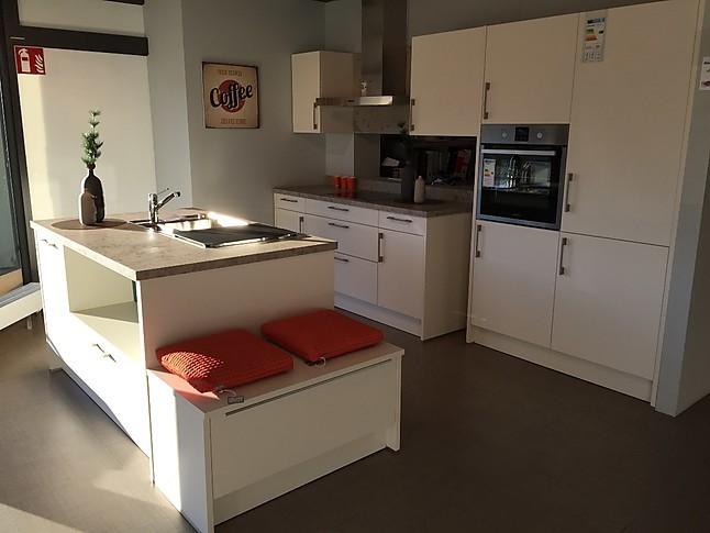 sch ller musterk che koje 17 ausstellungsk che in achern von m o m bel und objekt gmbh. Black Bedroom Furniture Sets. Home Design Ideas