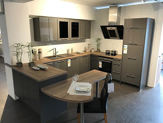 nobilia musterk che moderne einbauk che mit lackfront und integrierter tischl sung. Black Bedroom Furniture Sets. Home Design Ideas