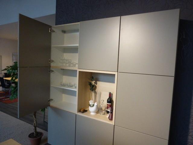 nobilia musterk che schicke k che mit arbeitsinsel und theke ausstellungsk che in frielendorf. Black Bedroom Furniture Sets. Home Design Ideas