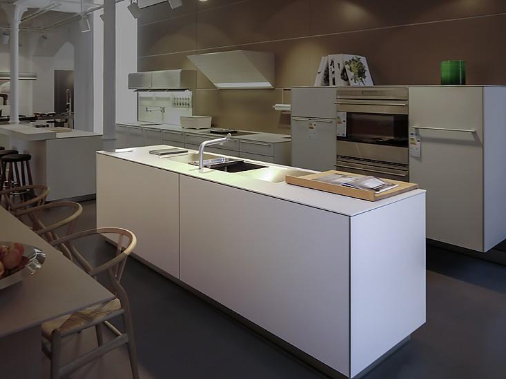 bulthaup musterk che laminat kaolin mit alukante insel mit. Black Bedroom Furniture Sets. Home Design Ideas