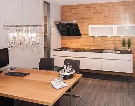 Moderne designer küche grifflos kombiniert mit stangengriff av 4030 v624 magnolie hochglanz