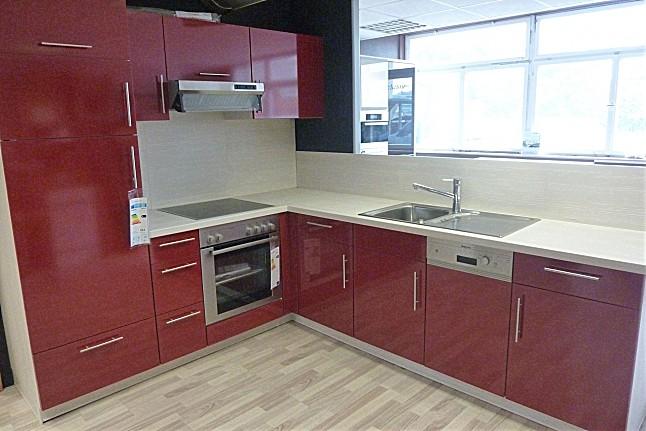 Rote Hochglanzküche