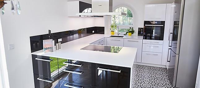 Brigitte-Musterküche Edle Küche in Schwarz / Weiß mit ...