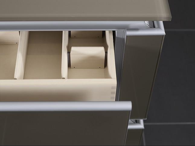 zeyko musterk che grifflose k che mit glasfronten und. Black Bedroom Furniture Sets. Home Design Ideas
