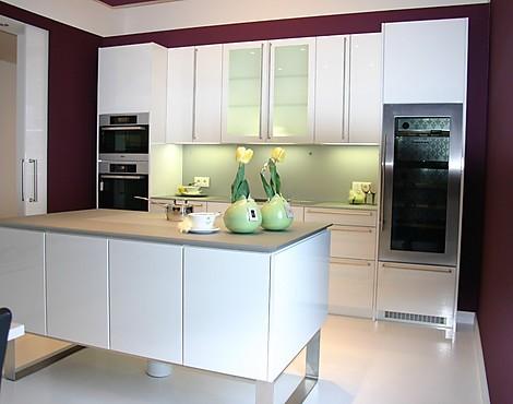 Edle hochglanz küche mit glasarbeitsplatte leonardo weiss hochglanzlack