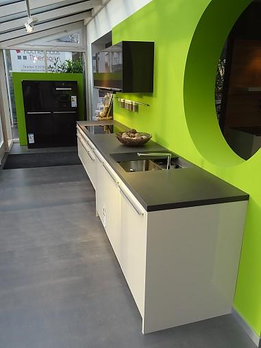 Leicht-Musterküche Leicht Küche mit Grauwacke Arbeitsplatte ... | {Leicht küchen arbeitsplatten 97}