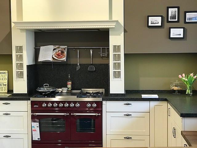 BAX-Musterküche Große, gemütliche Cornwall Landhausküche, Echtholz ...