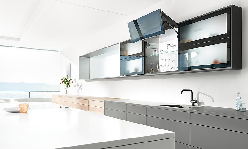 blum aventos klappenbeschl ge f r den h ngeschrank. Black Bedroom Furniture Sets. Home Design Ideas