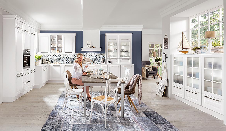 k che im landhausstil mit sitzgelegenheit. Black Bedroom Furniture Sets. Home Design Ideas
