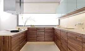 U küchen  U-Form Küche Linee in Nussbaum und Hochglanz Weiß