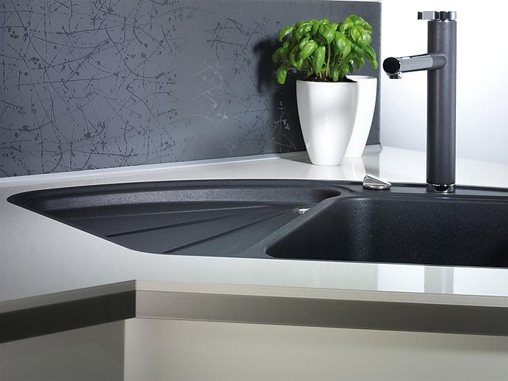 hochglanz laminat wei wineo hochglanz white matt lacm laminat gnstig kaufen onlineshop with. Black Bedroom Furniture Sets. Home Design Ideas