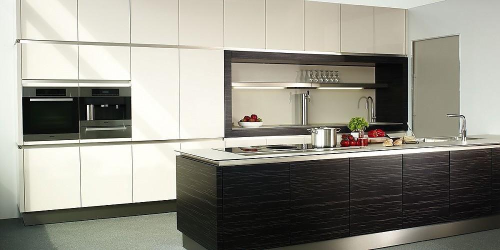 inselküche furnier ulme hochglanz und laminat in weiß