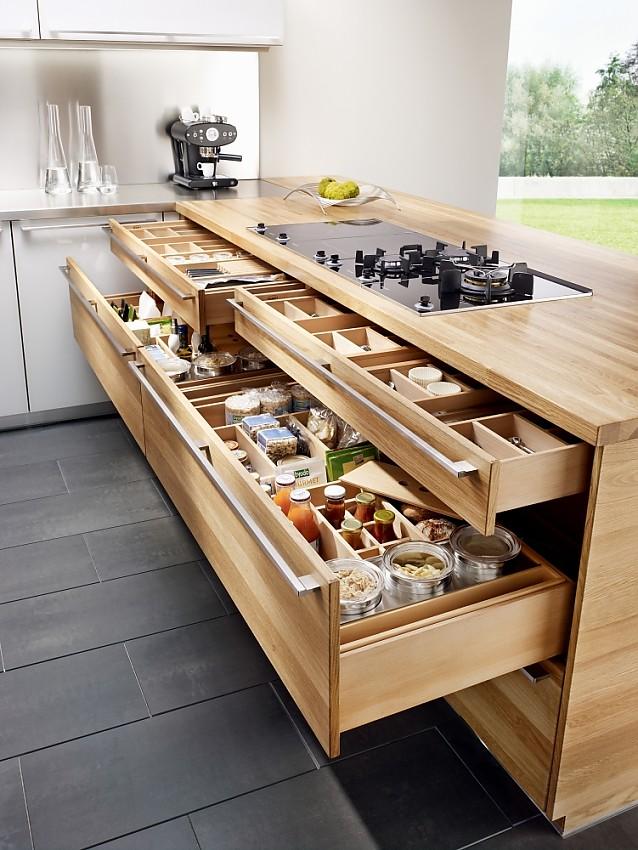 Kücheninseln  Steckdose in der Kücheninsel der Naturholzküche k7