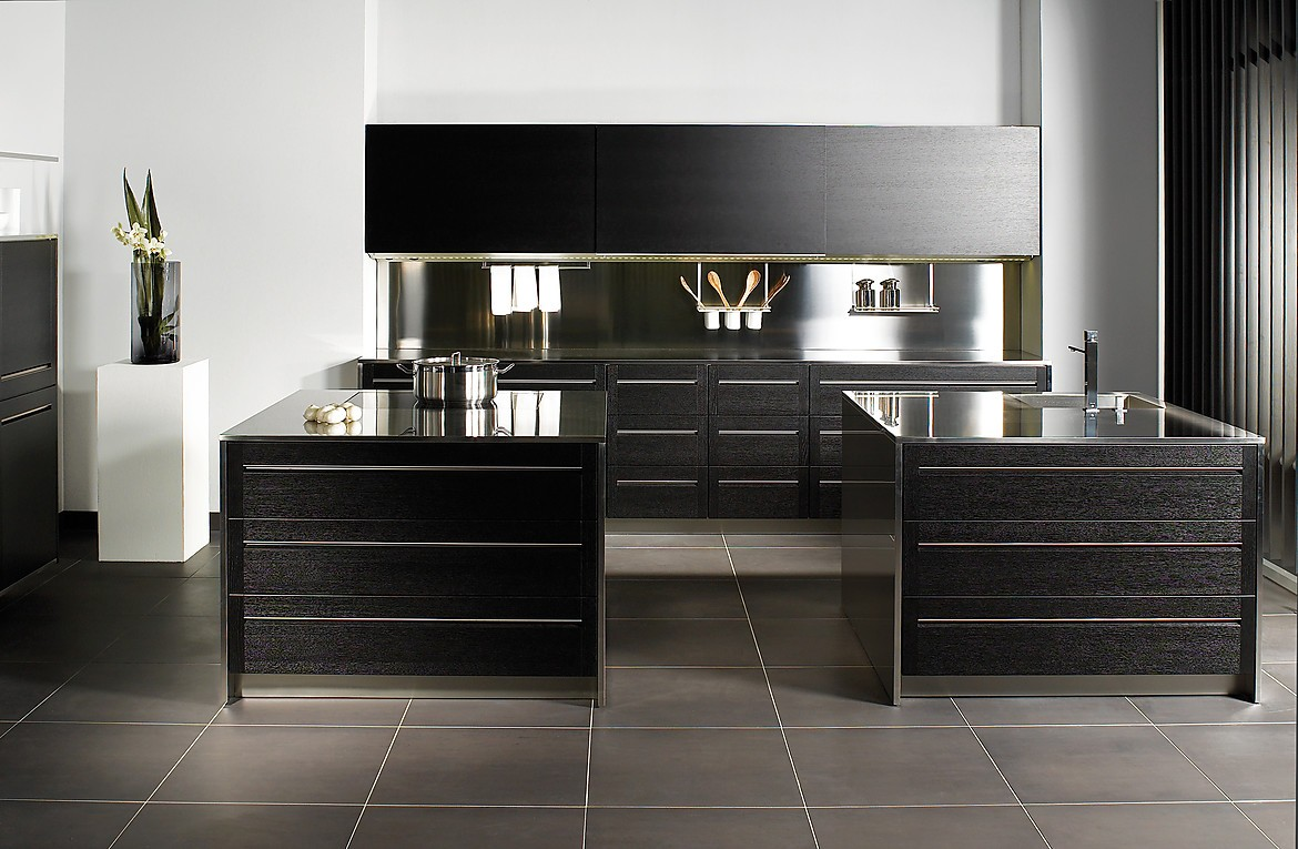 k che in eiche mit aluminium elementen. Black Bedroom Furniture Sets. Home Design Ideas