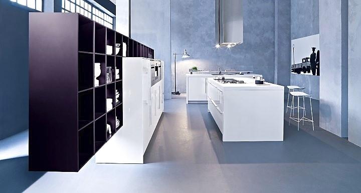 inselk che mit theke wei kombiniert mit violett. Black Bedroom Furniture Sets. Home Design Ideas