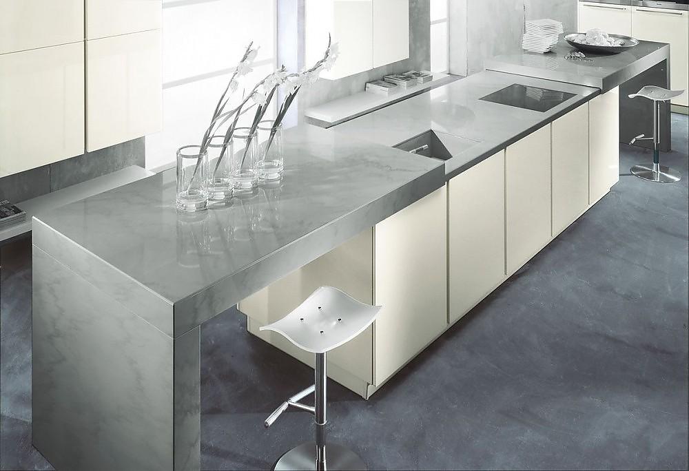 Kücheninsel in Weiß und Edelstahl mit Theke