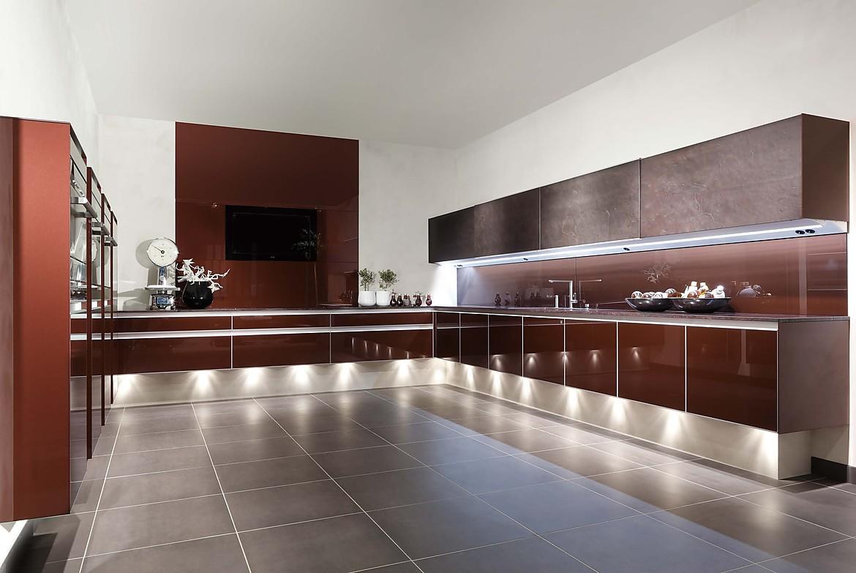 Glasküche in Metallic und Schiefer - Attraktive Designerküche
