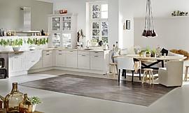 l form landhausk che in cremewei mit holzarbeitsplatte. Black Bedroom Furniture Sets. Home Design Ideas