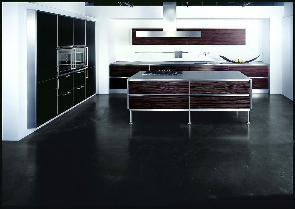 inselk che aus fineline furnier ebenholzfarben mit hoschschr nken in hochglanz schwarz. Black Bedroom Furniture Sets. Home Design Ideas